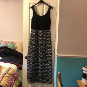 Vince Camuto maxi dress size M